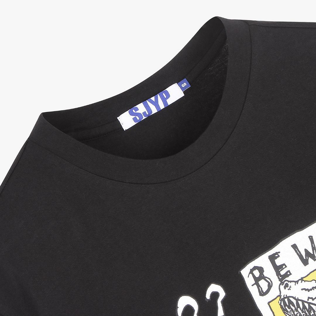 에스제이와이피(SJYP) 코튼 디노 프린트 반소매 티셔츠 PW2A7WTS409W BK