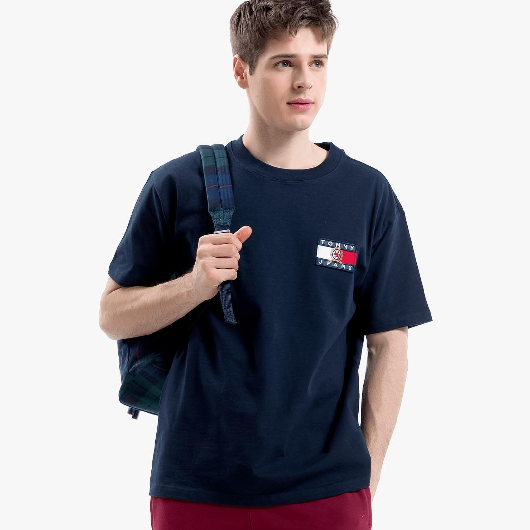 타미 진(TOMMY JEANS) [Crest Capsule] [남성] 코튼 크레스트 플래그 반소매 티셔츠 TJMT1KOE90A0 B60