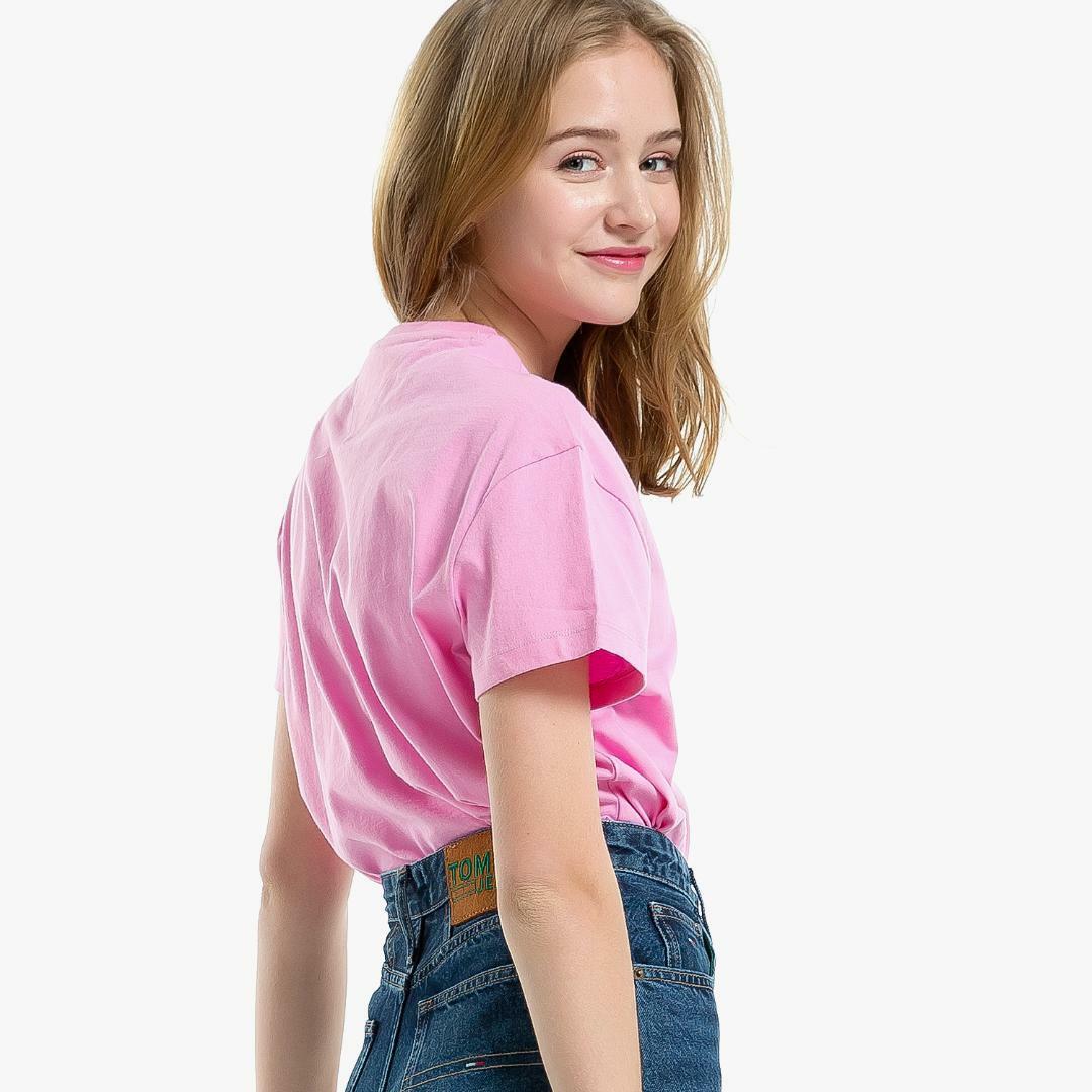 타미진스(TOMMY JEANS) [여성] 코튼 베이직 로고자수 반소매 티셔츠-VIOLET TUMT1KOE26D0 V30