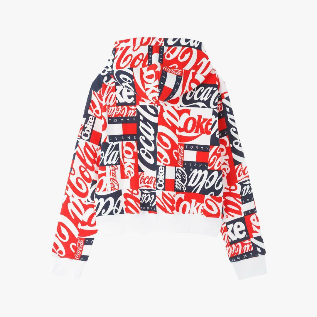 타미진스(TOMMY JEANS) [여성] 면혼방 코카콜라 멀티패턴 후드 티셔츠 TUMT1KOE76A0 R39